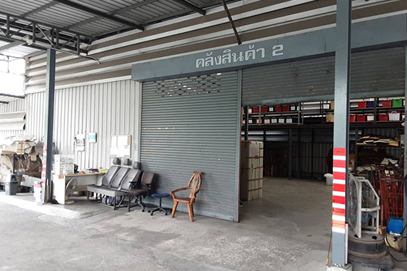 TH Warehouse